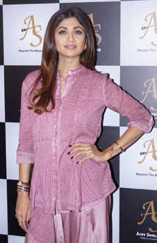 Shilpa Shetty Launches Her Makeup Artists Make Up Academy<br>